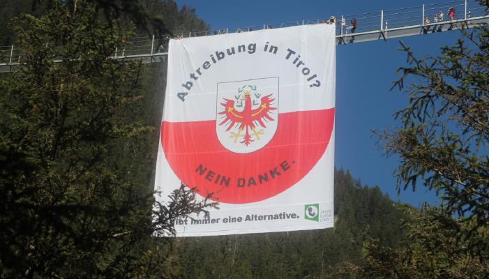 Halbzeit Pro Life Marsch 2016: Gigantische Plakataktion kurz vor dem Übertritt nach Vorarlberg