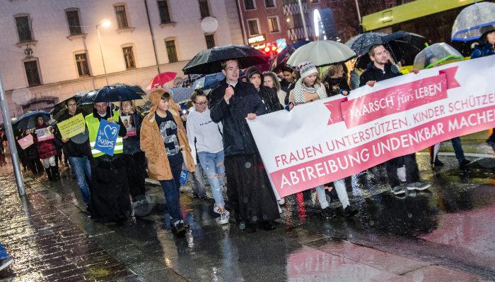 """Erster """"Marsch fürs Leben"""" in Innsbruck voller Erfolg trotz Regen"""
