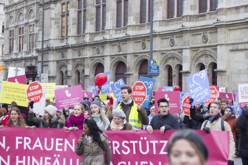 Die Jugendlichen treten mit viel Freude, Herzblut und Empathie ein für ein Österreich, in dem Frauen unterstütz, Kinder geschützt und Abtreibungen hinfällig werden sollen.