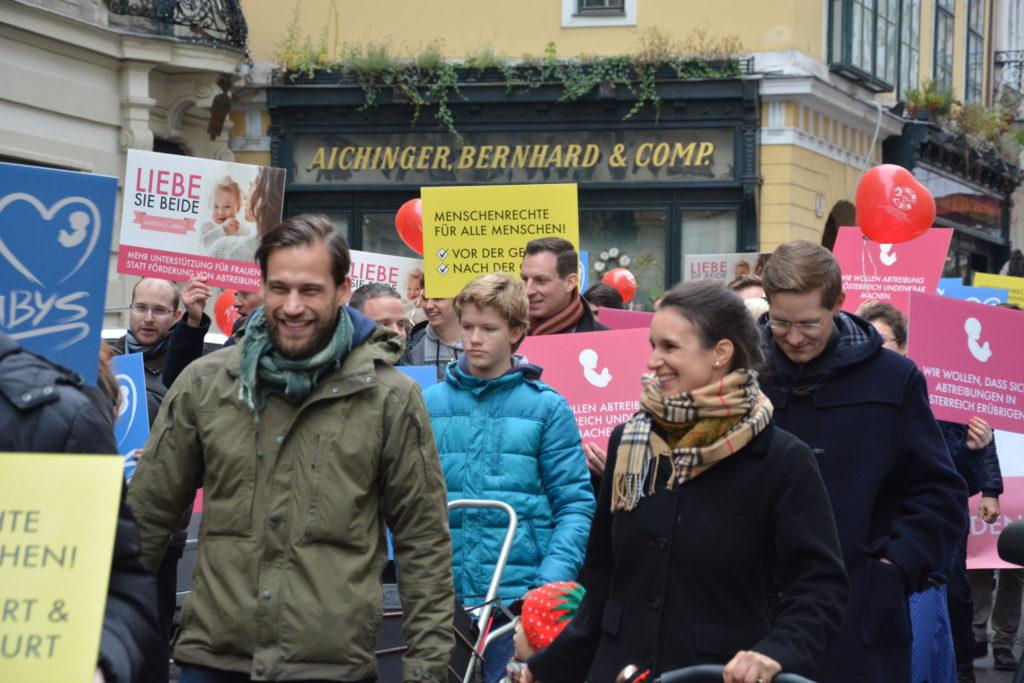 Über 500 großteils jugendliche Teilnehmer gingen in Wien auf die Straßen, um für den Schutz des Menschen vor der Geburt zu demostrieren.