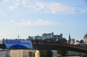 Gigantische Plakataktion am Salzburger Makartsteg – Pro Life Tour von München nach Salzburg endete vergangenen Sonntag